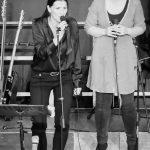 Die Leadsängerinnen Claudia und Lisa beim Bandabend