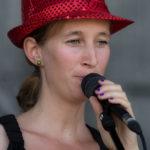 Sängerin Verena live on stage