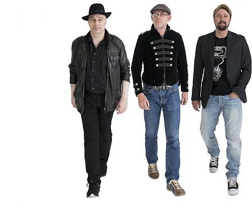 Die vier Männer von 2FOUR2: Frank (Foto folgt) und Dieter (Guitars), Sascha (Bass) und Jan (Drums)